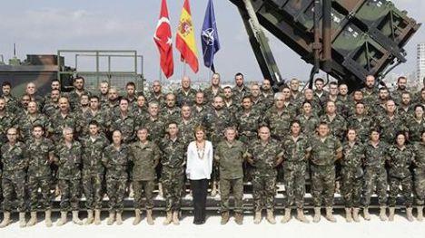 Cospedal reafirma el compromiso de España con la OTAN en la frontera turca