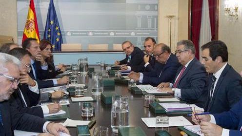 El ministro del Interior destaca la cohesión y entendimiento entre policías y guardias civiles