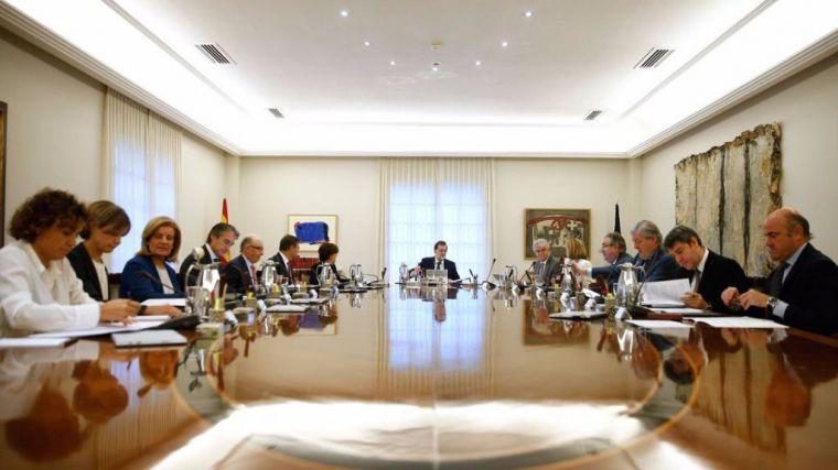 Rajoy advierte a Puigdemont que aplicará el 155 si sigue su hoja de ruta