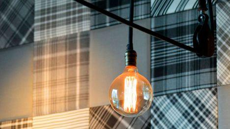 La falta de energias renovables hace que vuelva a subir la luz