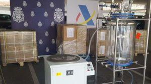 Intervenidos 2.650 kilos de Glicidato de PMK procedentes de China y una máquina para elaborar drogas de síntesis a gran escala