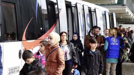 Reprueban por los refugiados a dos ministros