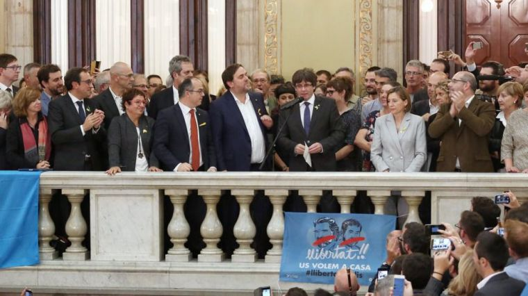 Acción-reacción: La declaración de independencia en Cataluña obliga al Gobierno a activar el 155