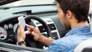 El ministro del Interior presenta una nueva campaña de sensibilización sobre el uso del móvil al volante