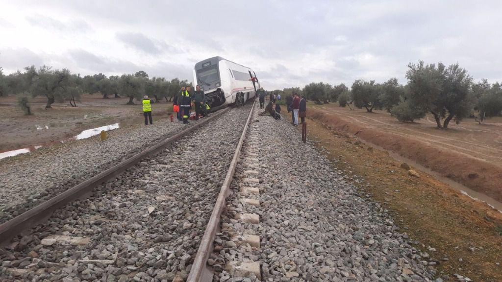 Un tren descarrila en Sevilla y deja casi una treintena de heridos