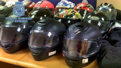 Recuperados 35 cascos de motocicleta que habían sido robados en Madrid