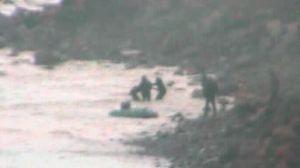 La Guardia Civil rescata a ocho personas tras zozobrar la embarcación en la que viajaban