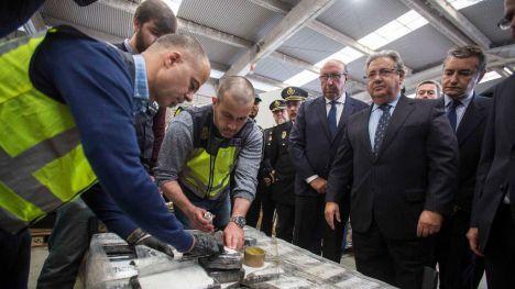 Zoido anuncia en Algeciras el mayor alijo de cocaína aprehendido en un contenedor en Europa
