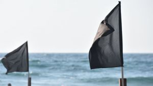 Las playas españolas reciben casi 50 banderas negras en 2018