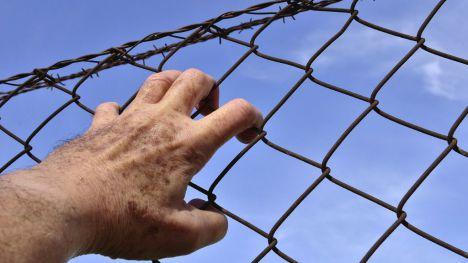 Un preso arranca un trozo de oreja a un funcionario