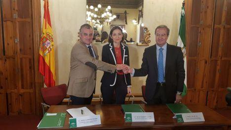 Reyes Maroto aboga por la reindustrialización en Gádor