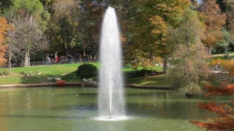 Pillan a un hombre grabando vídeos íntimos a mujeres en el Parque del Retiro de Madrid