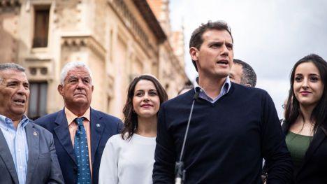 Rivera insta a Sánchez a reunirse para resolver la situación en Cataluña