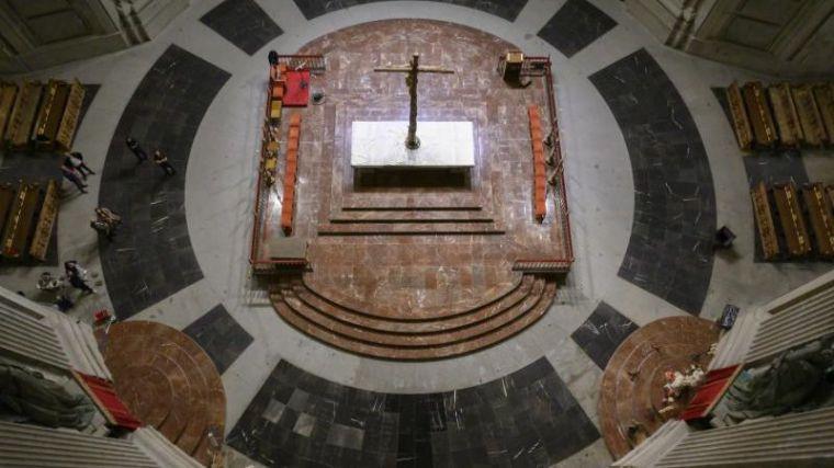 Moncloa saca a la luz imágenes del Valle de los Caídos sin la tumba de Franco