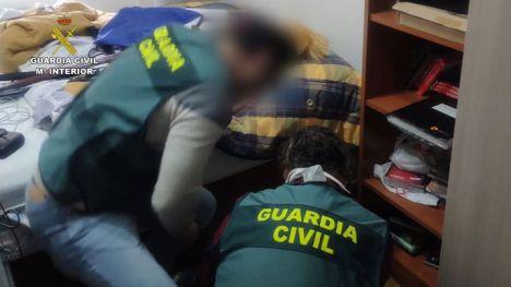 La Guardia Civil detiene a dos personas acusadas de engañar y abusar sexualmente de varias menores de edad