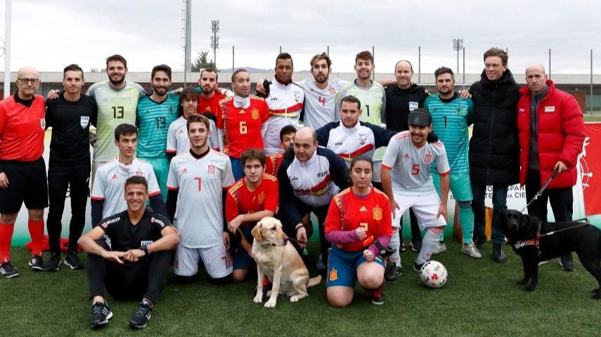 Los árbitros ELITE UEFA disfrutan dirigiendo a la Selección Española de Fútbol para ciegos