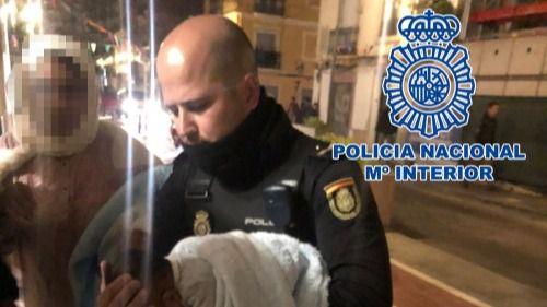 La Policía salva a un bebé tras 20 minutos de reanimación