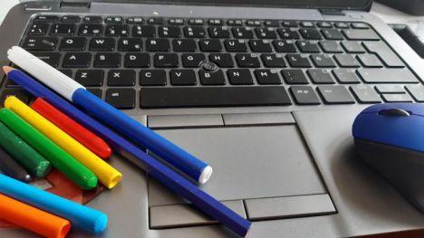 Un estudio refleja la desventaja de los colegios públicos para la educación online