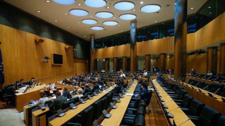 La comisión de reconstrucción tendrá cuatro grupos de trabajo y sus miembros podrán llevar expertos sin voz ni voto