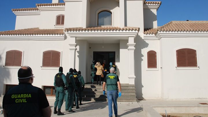 Desarticuladas varias organizaciones dedicadas al apoyo logístico de 'narcolanchas' y al contrabando de tabaco en el Campo de Gibraltar