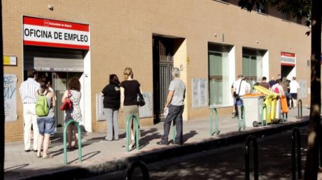 España mantiene la tasa de paro en el 15,8%