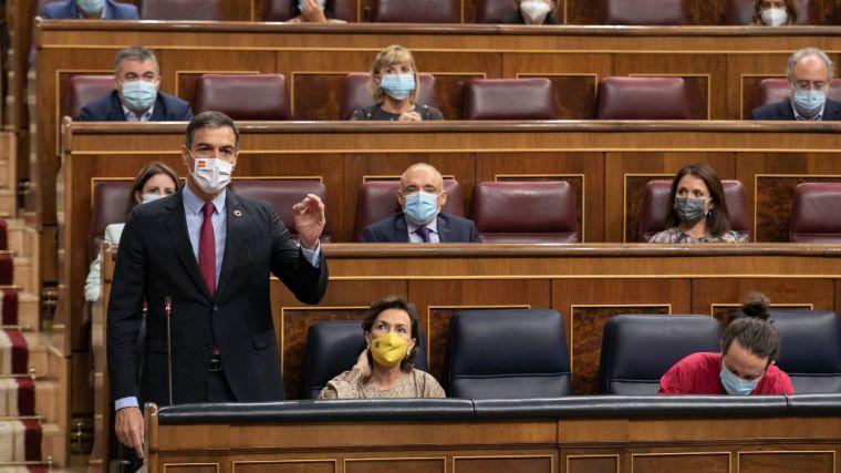 Sánchez a Casado: 'Los únicos recortes han de ser a la corrupción del PP'