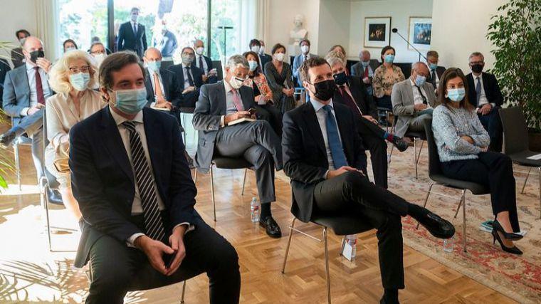 IU cree que Casado continúa con su 'agenda de acoso y derribo al Gobierno' en Europa