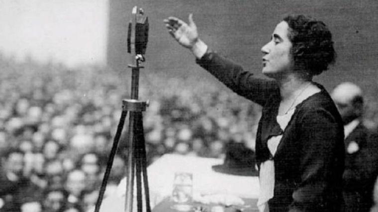 Lastra, Calvo, Narbona, Batet y Llop rinden homenaje a Clara Campoamor