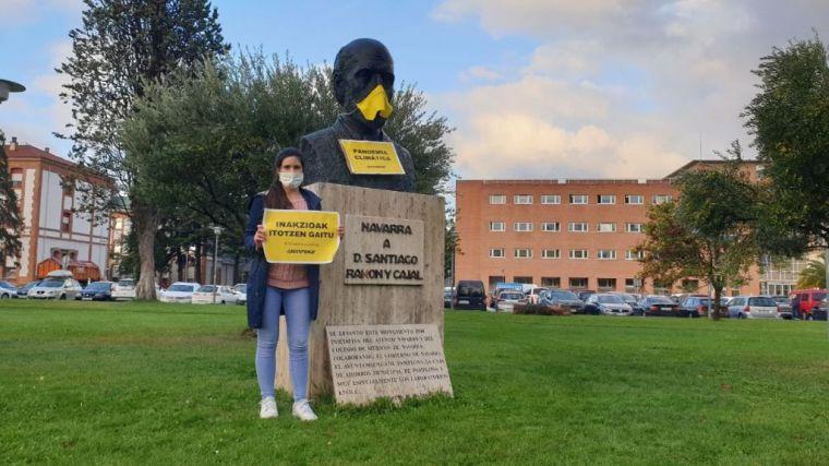 """Greenpeace coloca mascarillas en Madrid, Valencia y Sevilla frente a la """"pandemia climática"""""""