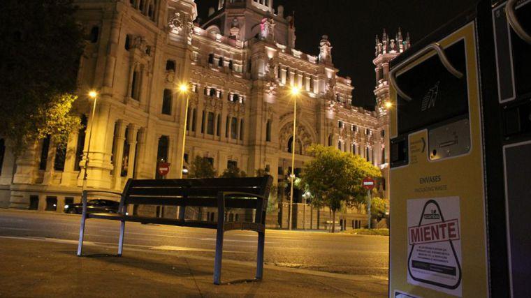 España amanece con el mensaje 'Ecoembes miente' en miles de contenedores amarillos
