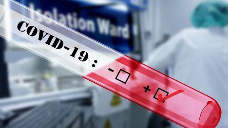 La Policía Nacional detiene a una mujer por vender certificados falsos de PCR