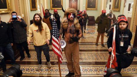Así ha reaccionado el Gobierno al 'asalto al Capitolio' de EE.UU