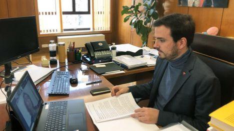 Garzón: 'La nueva regulación facilita la certificación de mascarillas que permiten la lectura labial'