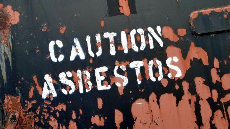 Instan a Teresa Ribera a actuar de manera urgente contra el amianto