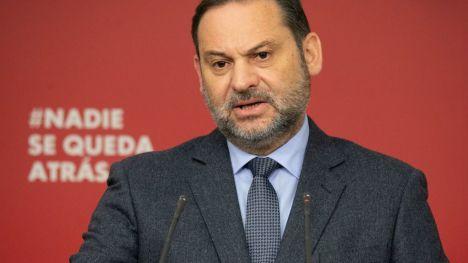 Ábalos: 'En democracia ninguna reivindicación se defiende a pedradas o prendiendo fuego a las calles'