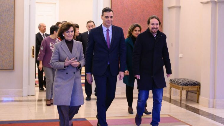 Calvo defiende dedicarse a 'trabajar en el Gobierno' y no a 'contestar a nadie del Gobierno'