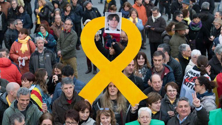 La Eurocámara suspende la inmunidad de Puigdemont