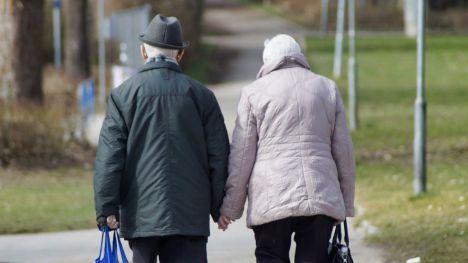 ¿Sabías que la salud de las mujeres mayores está determinada por las características de su pareja?