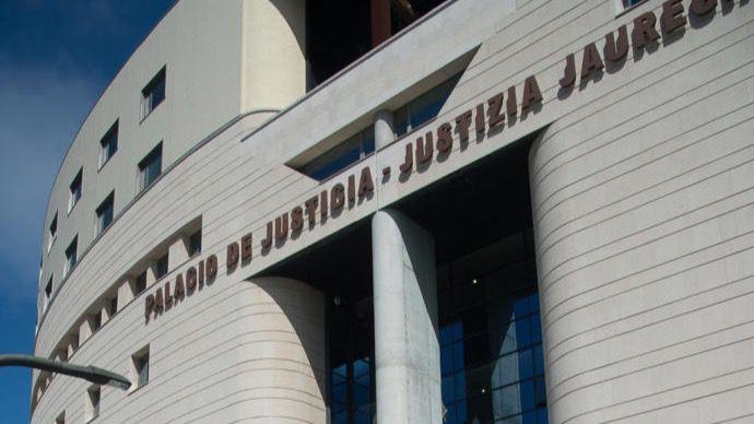 El Tribunal Superior de Navarra confirma una pena de 11 años de prisión por abusar de la hija de 8 de su pareja