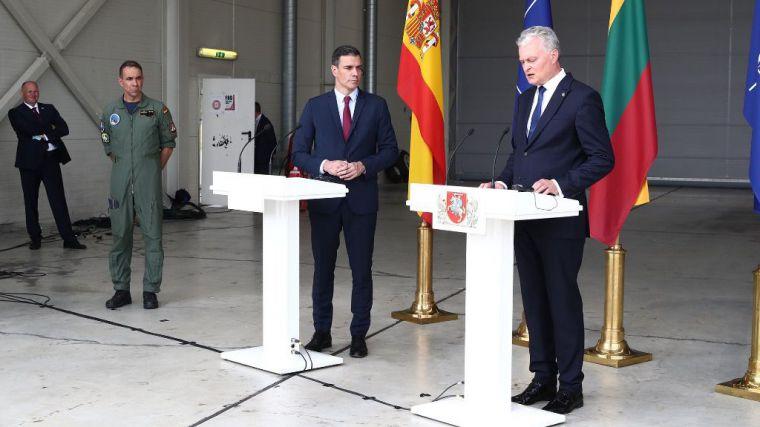Sánchez destaca en Lituania el compromiso de España con la defensa común de los aliados