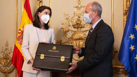 Pilar Llop recibe la cartera de Justicia de manos de su predecesor, Juan Carlos Campo