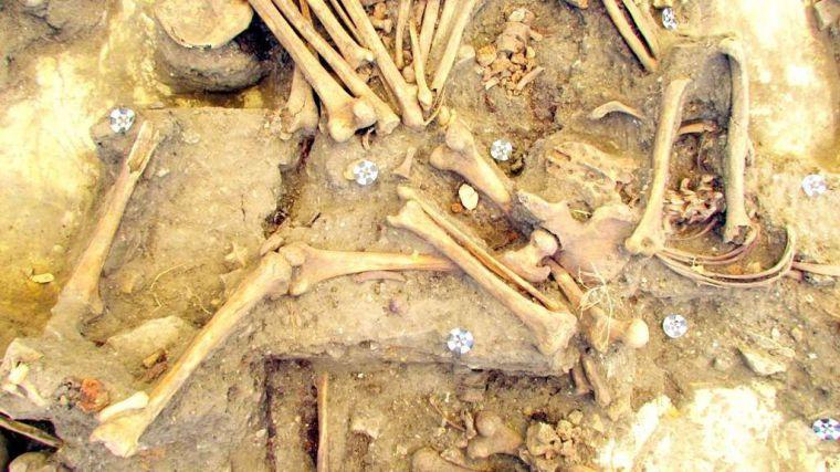 """Hallan una nueva fosa común en Jimena: """"Fueron enterrados sin respeto por la dignidad de las personas"""""""