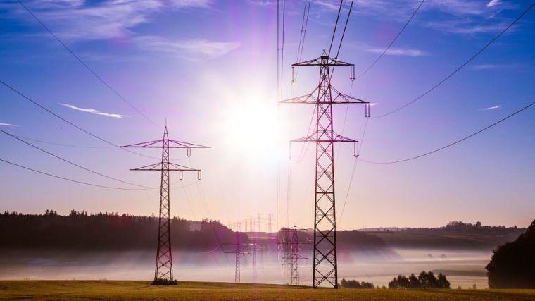 Greenpeace exige a las eléctricas la devolución de 1.500 a 2.800 millones de euros a los consumidores