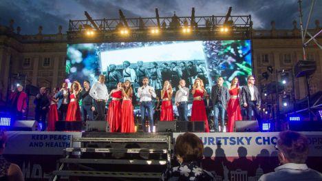 El Coro Turetsky & Soprano llenan la Plaza de Oriente de Madrid