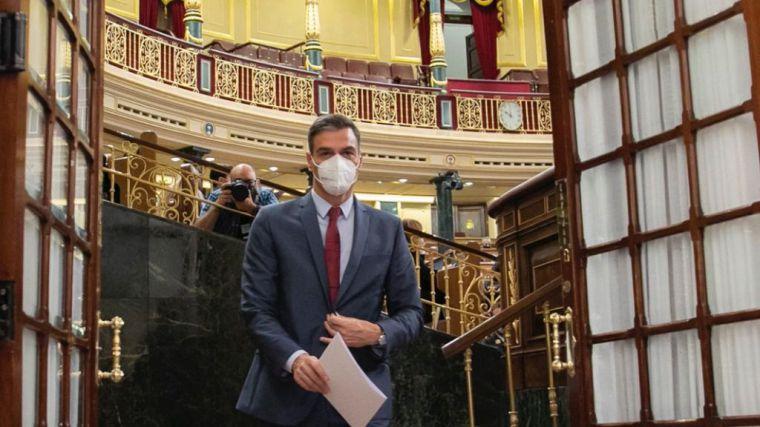 Sánchez contesta tajante a la oposición: 'Lo que hacemos es hacer avanzar a España'