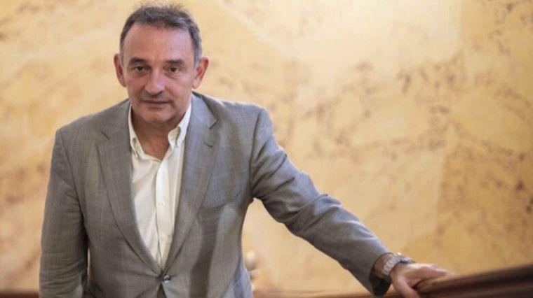 Santiago responde a las amenazas de Casado de llevar al Constitucional una ley de vivienda aún no aprobada