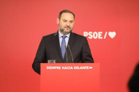 """Ábalos: """"El PP debe abstenerse, no puede ser ni jugar a ser un partido antisistema"""""""