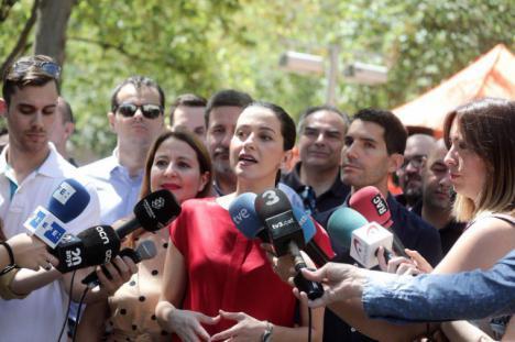 """Arrimadas sobre el PSOE: """"Siempre que pueden pactan con los que quieren romper España"""""""