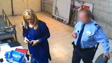 Polémico vídeo: Cristina Cifuentes robando en un Eroski