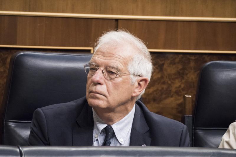 Borrell renuncia por sorpresa a su acta de eurodiputado